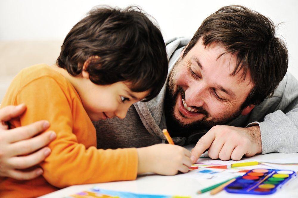 rapporto di attacamento genitori bambino