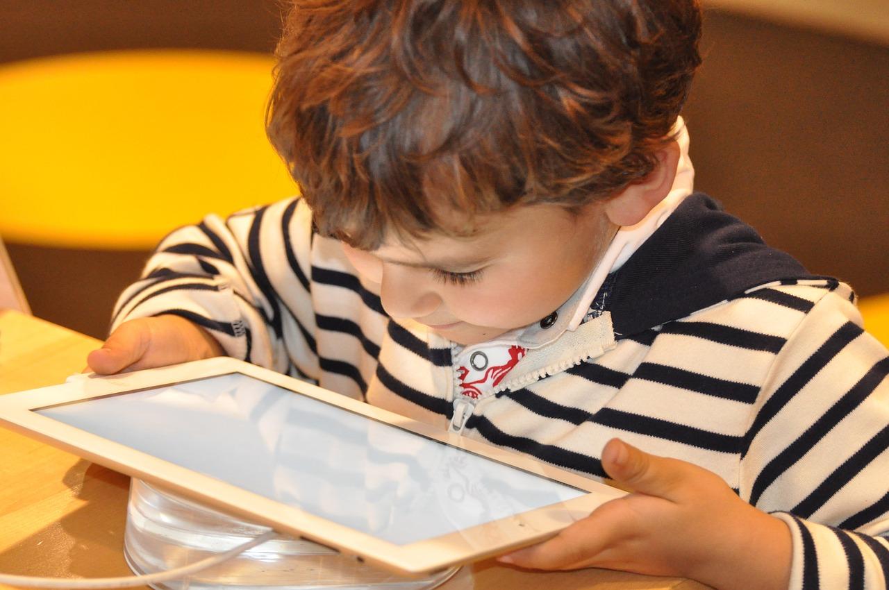 Bambini e tablet: danni e rischi